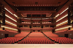 The 2,005-seat Main Hall, designed to showcase world-class performances of theatrical arts such as opera and ballet ©Shigeo Ogawa